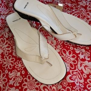 Columbia Shoes - NEW COLUMBIA Sapphire White Flip Flops Sandals 11